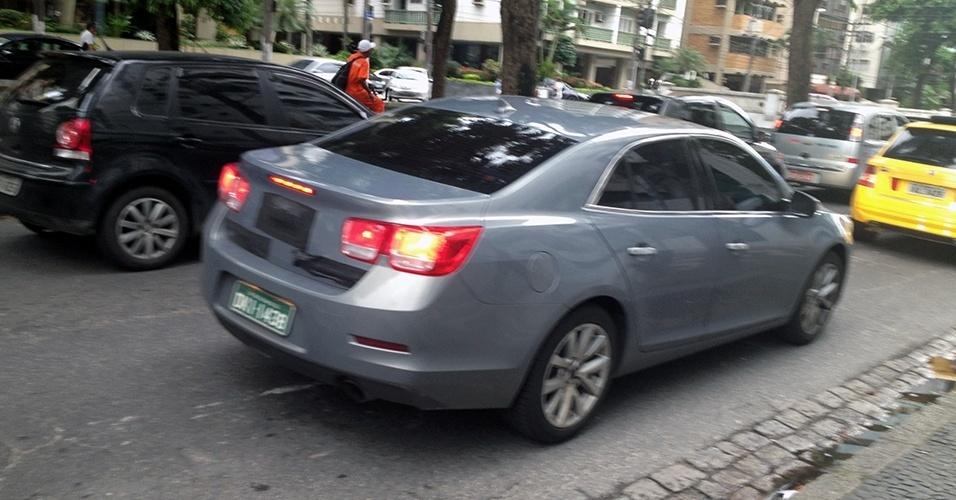 A nova geração do Chevrolet Malibu foi fotografada pela leitora Carolline Prates Castanheira na cidade de Santos, no litoral sul do estado de São Paulo
