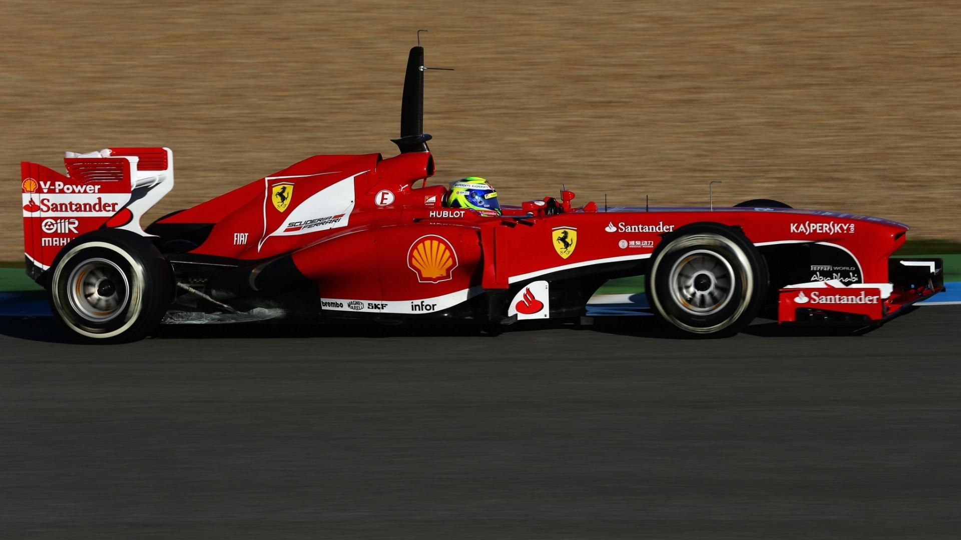 07.fev.2013 - Brasileiro Felipe Massa conduz sua Ferrari no terceiro dia de testes em Jerez