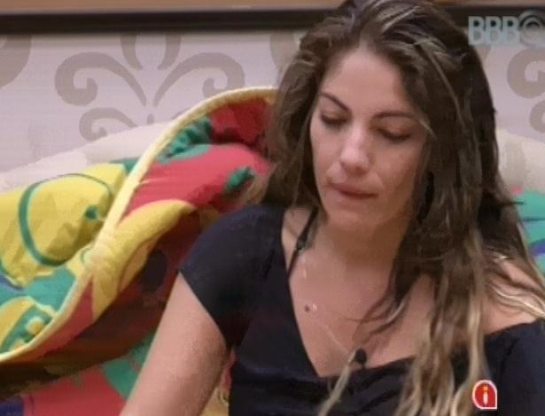 7.fev.2013 - Anamara fala para Fani que está com o emocional ruim dentro da casa