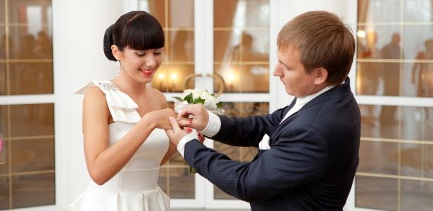 Para não perder o brilho, o ideal é que o anel seja retirado em algumas situações