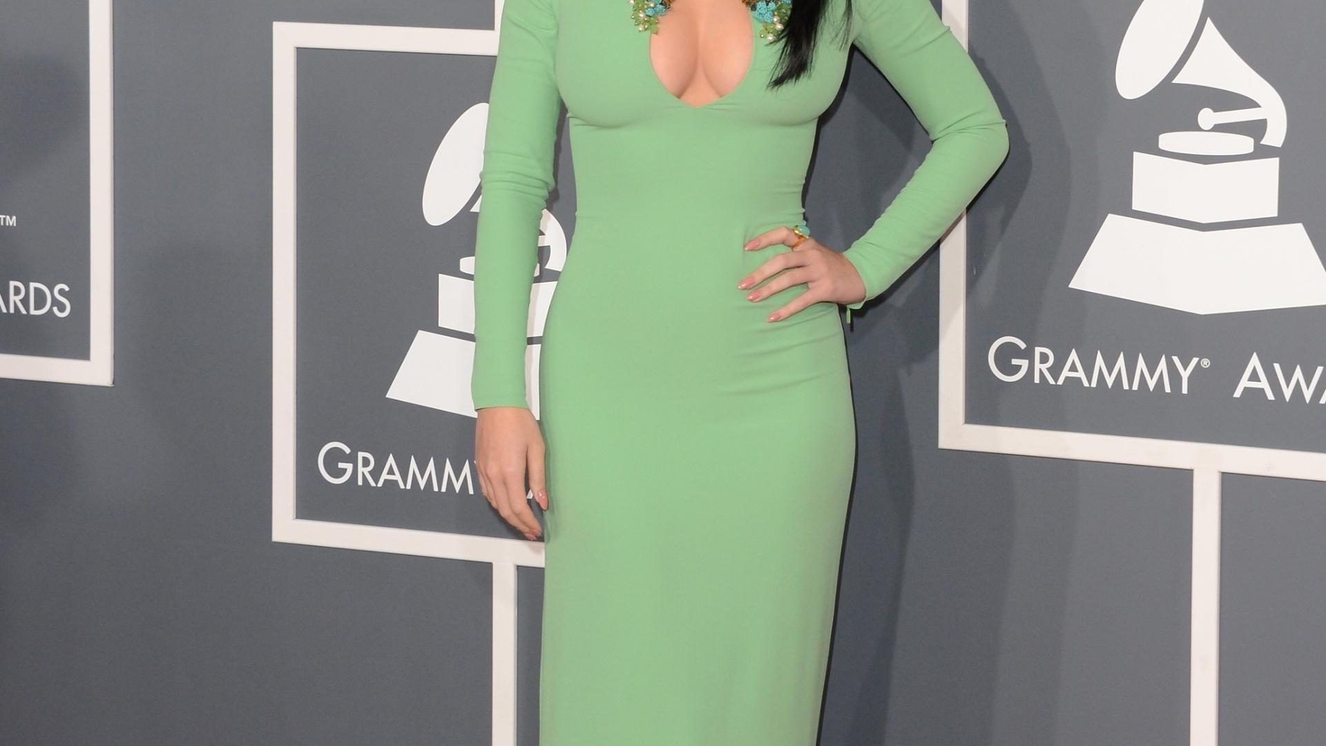 10.fev.2013 - Kate Perry posa para os fotógrafos no tapete vermelho do Grammy