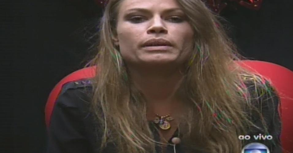10.fev.2013 - Natália vota em Marcello no quinto paredão do