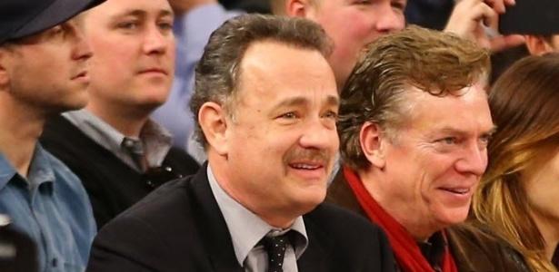 10.fev.2013 - Ator Tom Hanks acompanha partida entre Los Angeles Clippers e New York Knicks