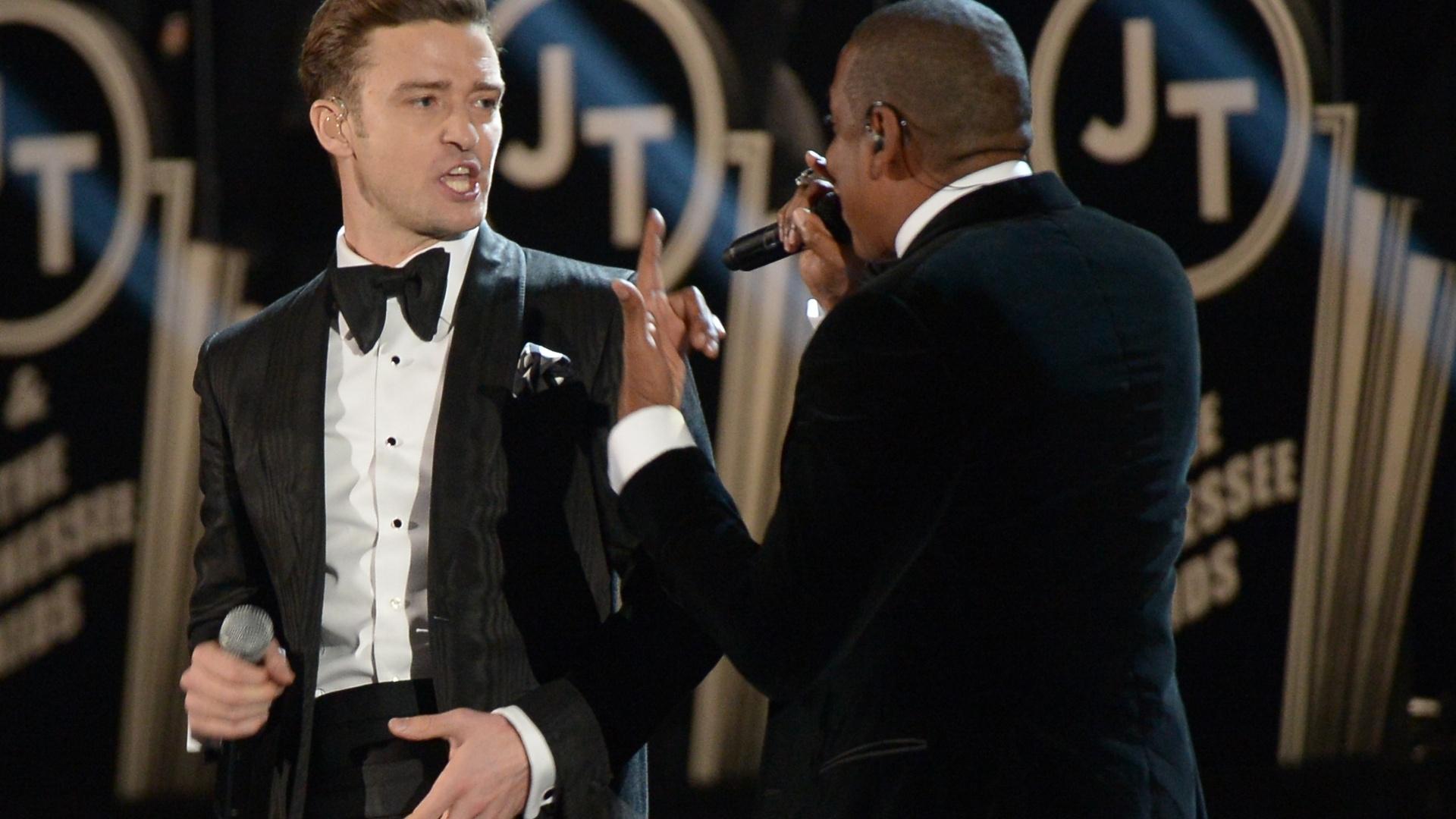 10.fev.2013 - Jay-Z (à dir) participa de apresentação de Justin Timberlake no Grammy Awards
