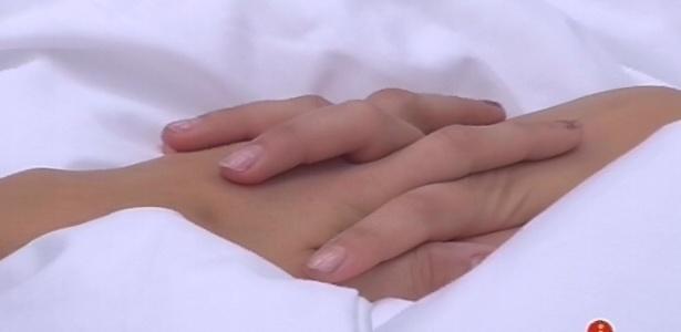 11.fev.2013 - Fernanda e Kamilla se dão as mãos e a miss diz para a advogada ser