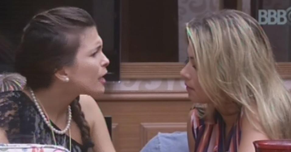 11.fev.2013 - Kamilla conversa com Fani sobre seu voto em Marien