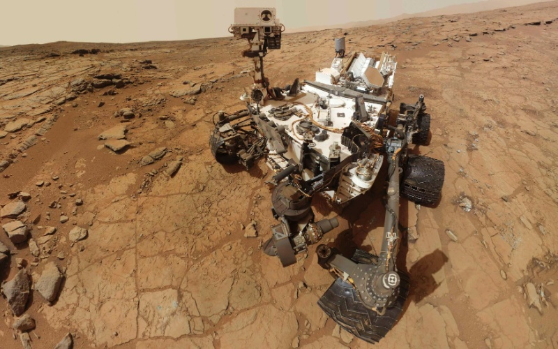 9.fev.2013 - Rob&#244;  Curiosity da Nasa faz um autorretrato na rocha chamada &#34;John Klein&#34; no 182&#186; dia de miss&#227;o em Marte, quando fez sua primeira perfura&#231;&#227;o para coleta de amostras do planeta vermelho