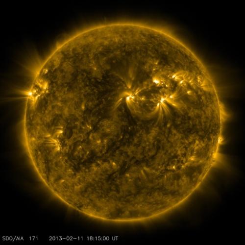 O Observatório Solar Dinâmico (SDO) da Nasa completa três anos de registro de imagens da estrela do Sistema Solar. Desde 2010, o observatório envia imagens em alta resolução ao vivo do astro, mostrando erupções, tempestades e explosões. Na imagem, o Sol hoje (11 de fevereiro de 2013)