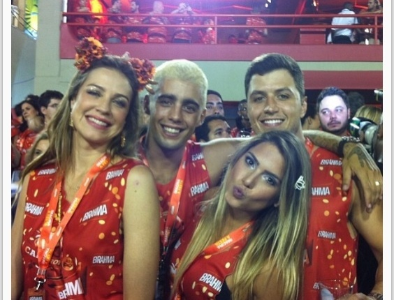 Separada da irm, Branca Feres aproveita Carnaval ao lado do namorado e de Luana Piovani