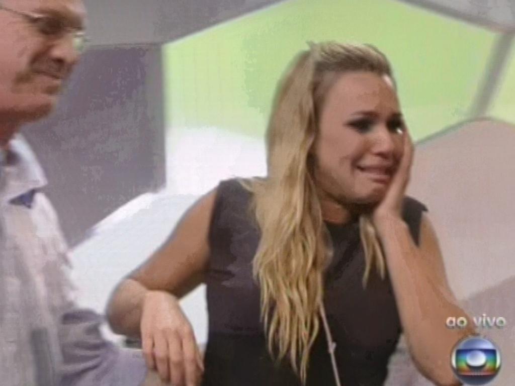 12.fev.2013 - Chorando, Marien deixa o
