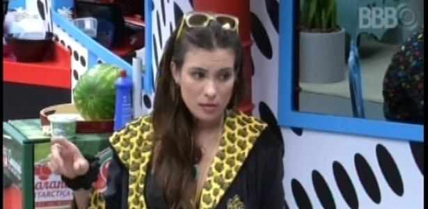 12.fev.2013 - Kamilla se defende das acusações de Anamara e Nasser