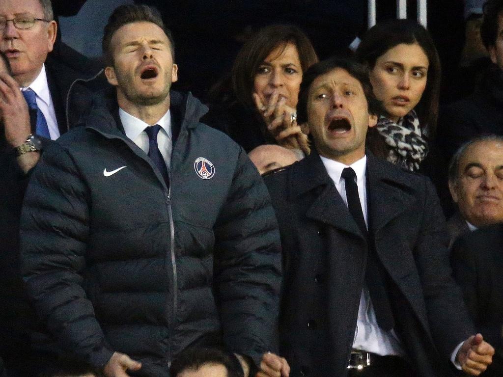 12.fev.2013 - Leonardo e Beckham lamentam chance perdida pelo PSG no jogo contra o Valencia, nesta terça