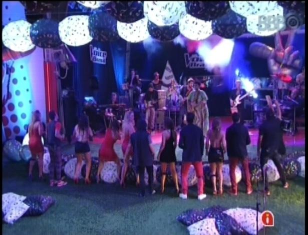 """13.fev.2013 - Cantores do """"The Voice Brasil"""" se apresentam na casa do """"BBB13"""""""