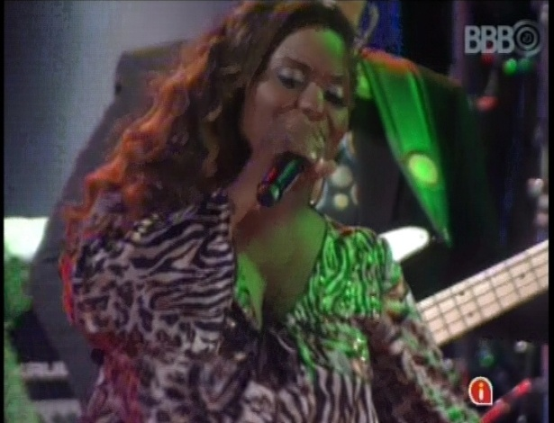 "13.fev.2013 - Ludmillah Anjos, cantora do ""The Voice Brasil"", se apresenta na casa do ""BBB13"""