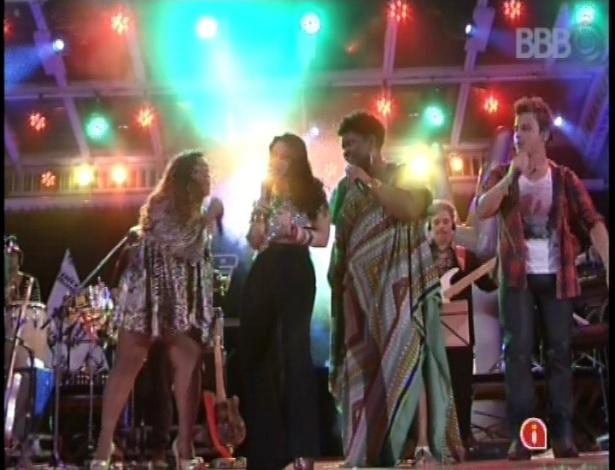 "13.fev.2013 - Cantores do ""The Voice Brasil"" se apresentam juntos na casa do ""BBB13"""