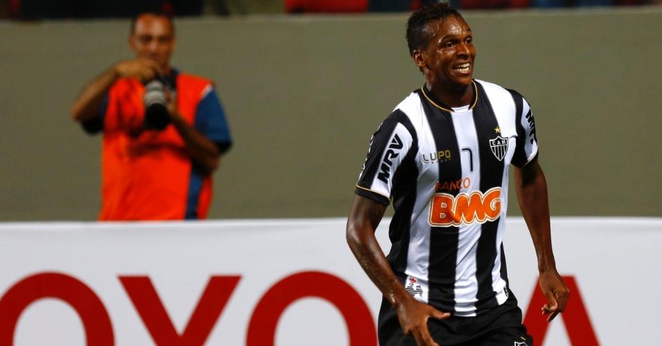 13.fev.2013 - Jô comemora após abrir o placar pelo Atlético-MG contra o São Paulo