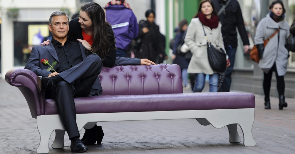 13.fev.2013 - O Carnaval passou e você percebeu que ficar sozinho só é legal nos dias de folia? Corra para a Carnaby street, em Londres, no Reino Unido, onde um