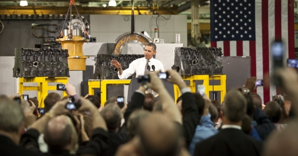 13.fev.2013 - O presidente dos Estados Unidos, Barack Obama, discursa em uma fábrica em Arden, na Carolina do Norte nesta quarta-feira (13). Ontem, em seu discurso do Estado da União, Obama propôs um aumento de mais de 20% para o salário mínimo no país