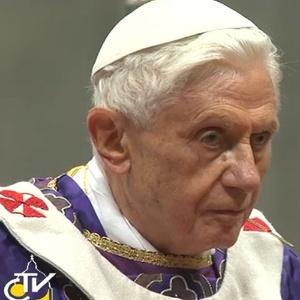 Papa Bento 16 celebra missa da quarta-feira de Cinzas na Basílica de São Pedro, no Vaticano