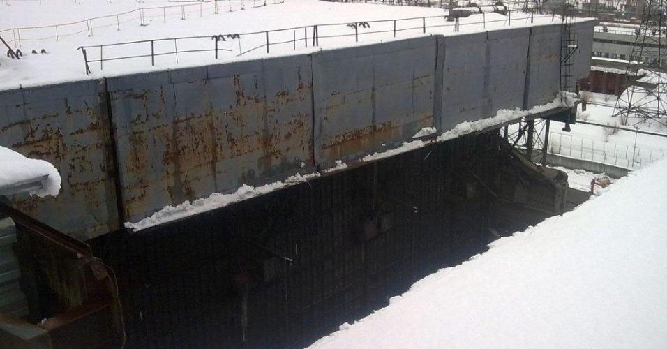 13.fev.2013 - Parte da usina nuclear de Tchernobil, na Ucrânia, desmorona após nevasca. Segundo o governo do país, o incidente não aumentou o nível de radiação na usina que explodiu em 1986