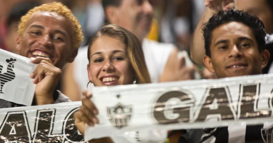 13.fev.2013 - Torcedores do Atlético-MG demonstram empolgação com o retorno do time à Libertadores após 13 anos. O Atlético enfrenta o São Paulo pela rodada inicial do grupo 3 da Libertadores