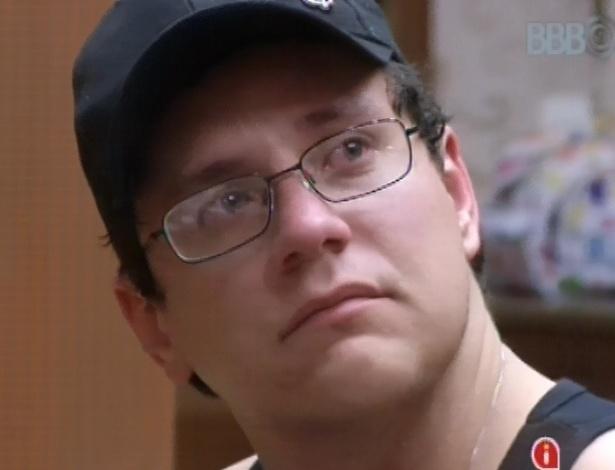 Ivan tem crise de choro e é consolado por Andressa