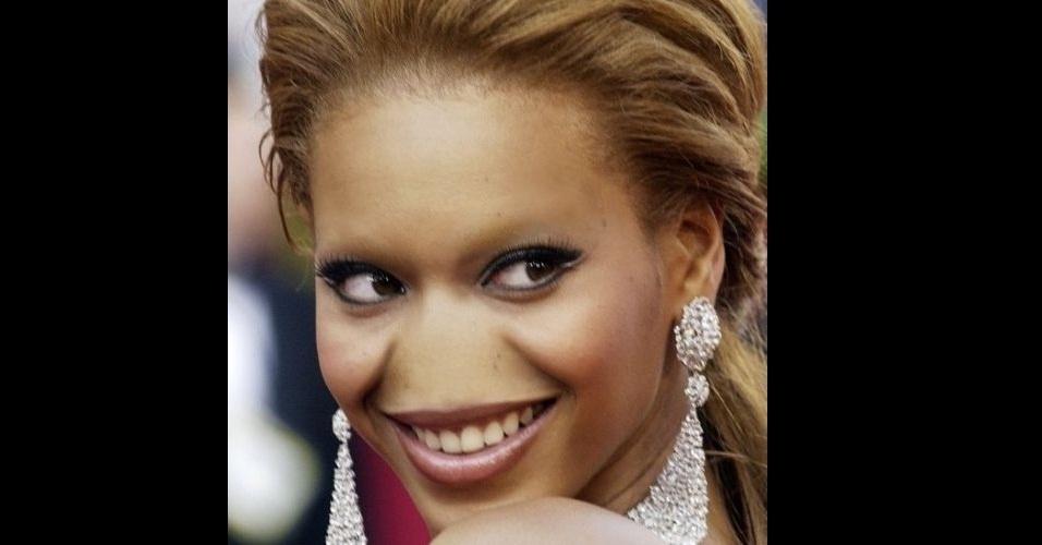 """O site """"Freaking News"""" reúne fotos de celebridades que tiveram os narizes retirados em editores de imagens. Em alguns casos, os famosos perderam também a sobrancelha, como no caso da Beyoncé"""