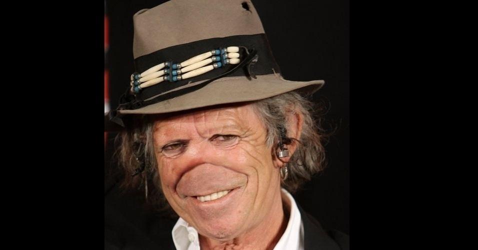 """O site """"Freaking News"""" reúne fotos de celebridades que tiveram os narizes retirados em editores de imagens. Em alguns casos, os famosos perderam também a sobrancelha, como no caso do músico Keith Richards, da banda """"Rolling Stones"""""""