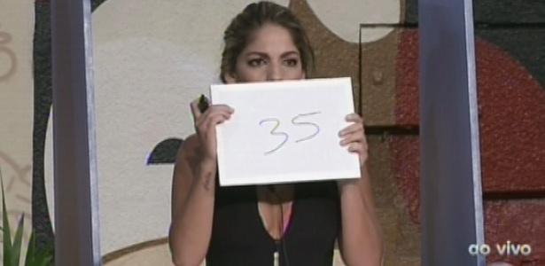"""14.fev.2013 - Anamara se aproxima mais da quantidade correta de dias que os brothers estão na casa e leva a liderança do """"BBB13"""""""