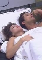 14.fev.2013 - Kamilla e Eliéser temem ir para o paredão juntos e planejam atender o Big Fone e ganhar o anjo
