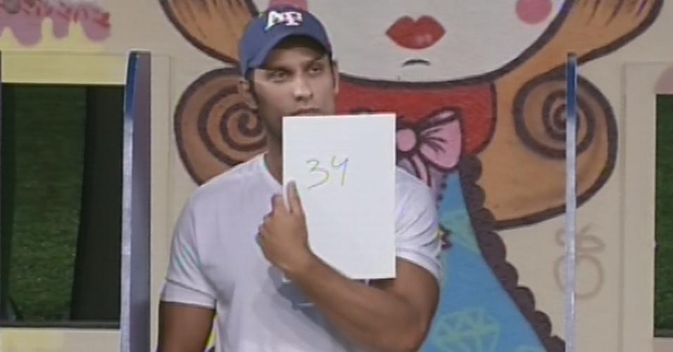 14.fev.2013 - Questionado sobre a quantidade de dias e que está na casa, Eliéser responde 34 e perde a liderança para Anamara