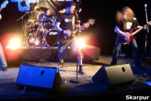 Banda metaleira cristã; cena alternativa tem atraído pessoas que não gostam de igrejas tradicionais