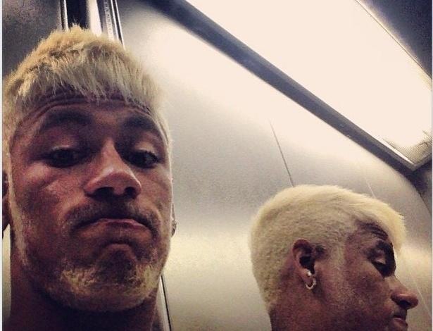 Neymar e seu visual ainda mais loiro