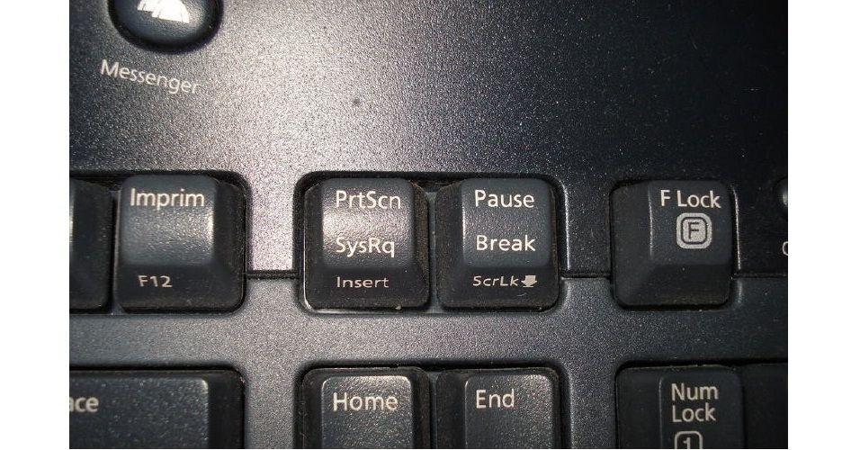 Pressione a tecla Print Screen (ou PrtScn, em alguns teclados)