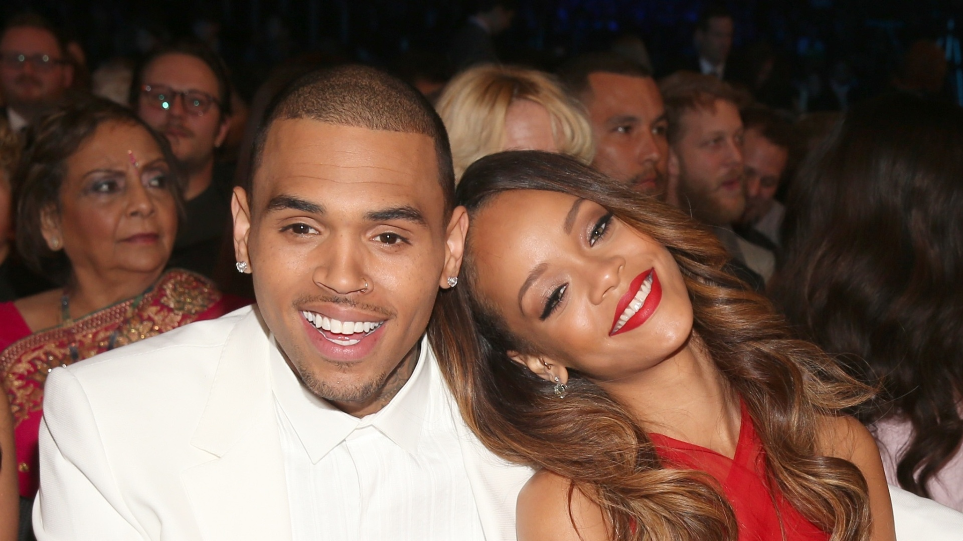 10.fev.2013 - Chris Brown e Rihanna posam juntos durante premiao do Grammy