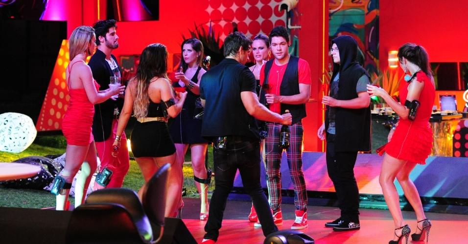 """13.fev.2013 - Brothers dançam ao som de ex-participantes do """"The Voice Brasil"""""""