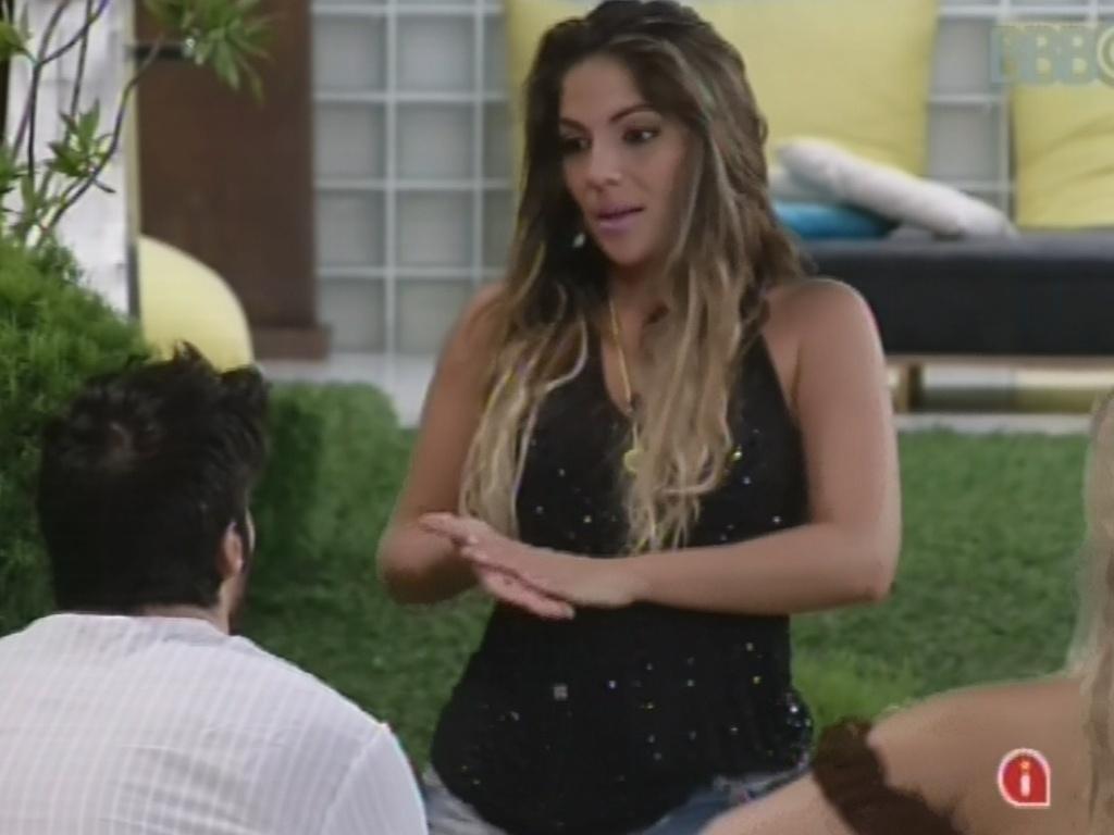 15.fev.2013 - Anamara diz a Marcello que suspeita que o Big Fone tenha sido