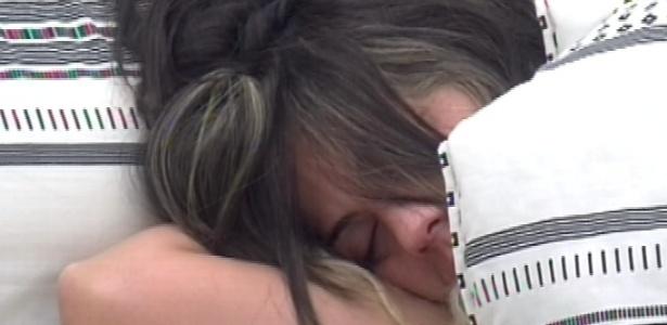 15.fev.2013 - Anamara dorme no quarto do líder nesta manhã, mesmo após o toque de despertar