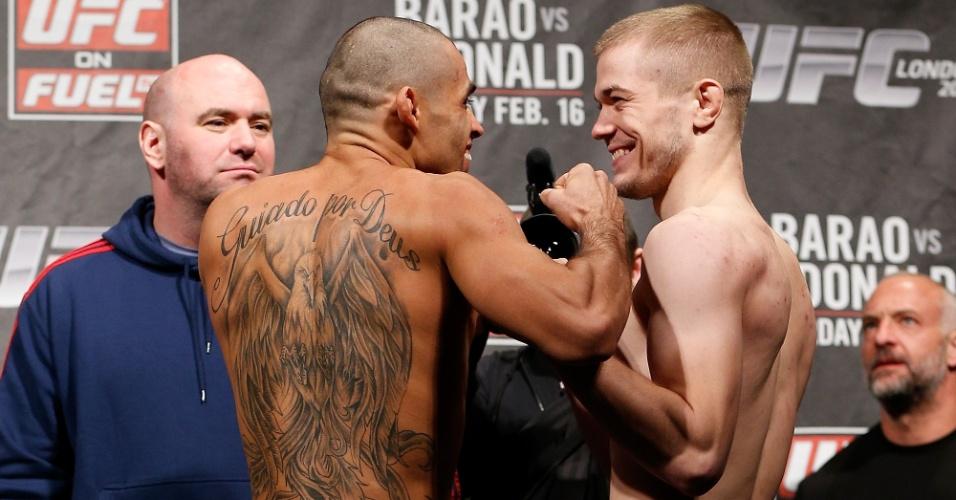 Renan Barão e Michael McDonald se encaram depois da pesagem do UFC em Londres