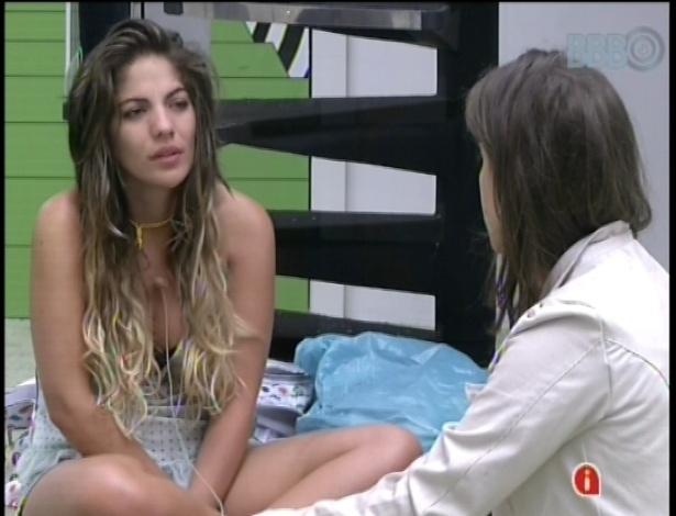 16.fev.2013 - Anamara e Andressa acordaram por volta das 11h30 e não notaram a ausência de Kamilla