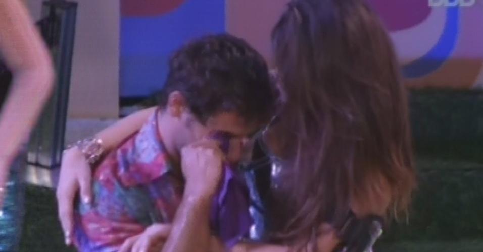 16.fev.2013 - Eliéser chora após volta de Kamilla e diz que não sabia que