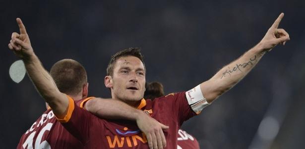 Totti festeja o gol da vitória da Roma sobre a Juventus