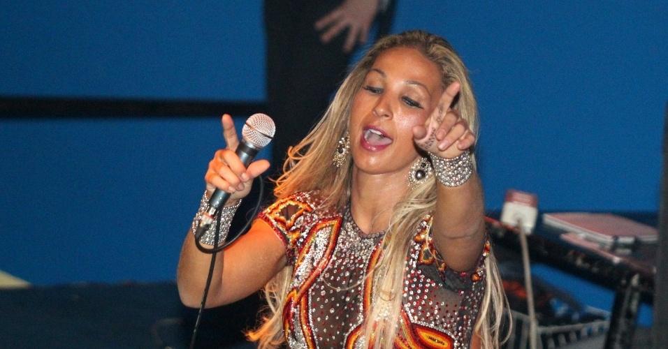 15.fev.2013 - A funkeira Valesca Popozuda se apresentou em uma boate em Torino, na Itália