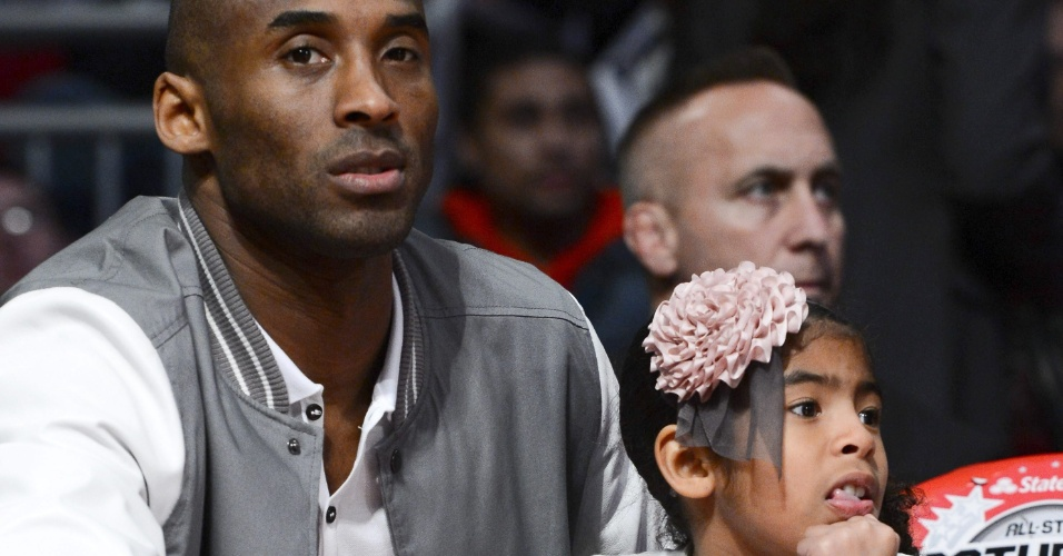 16.fev.2013 - Kobe Bryant leva a famlia para acompanhar os eventos do Fim de Semana das Estrelas da NBA