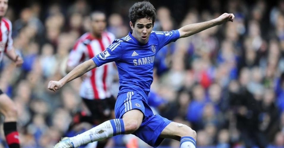 17.fev.2013 - Brasileiro Oscar tenta a finalização durante partida do Chelsea contra o Brentford pela Copa da Inglaterra