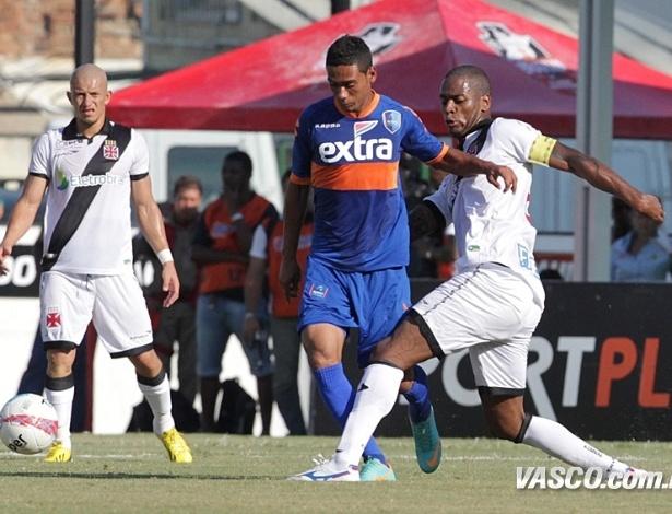 Dedé disputa bola em compromisso pela 7ª rodada do Carioca, contra o Audax