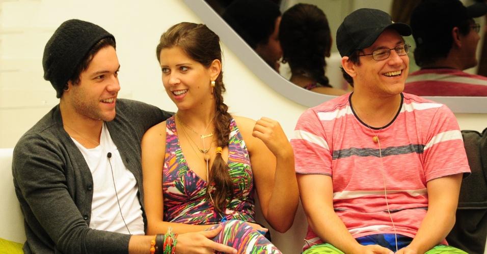 14.fev.2013 - Nasser, Andressa e Ivan aguardam a chamada do Bial para fazer a prova do líder