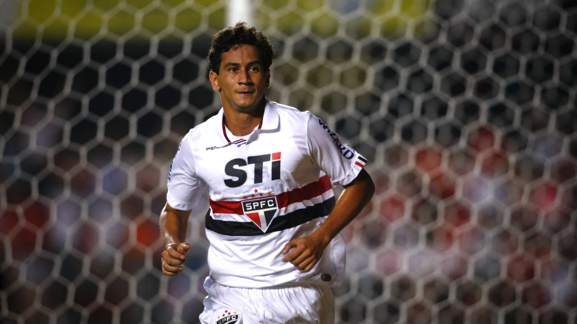 16.02.2013 - Paulo Henrique Ganso comemora gol marcado com a camisa do So Paulo