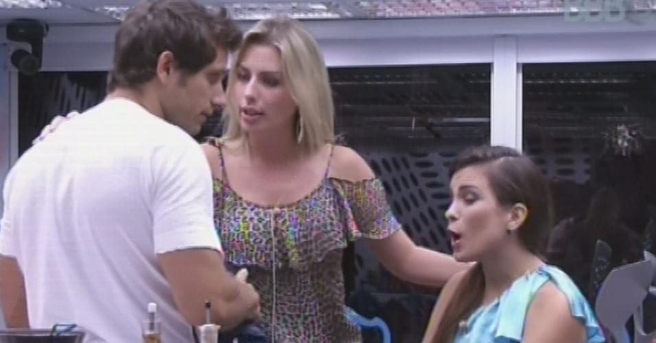 18.fev.2013 - Fernanda tenta conciliar briga entre Eliéser e Kamilla