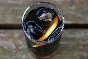 """Para associação de médicos, refrigerantes são """"água e açúcar"""" e devem ser regulados"""